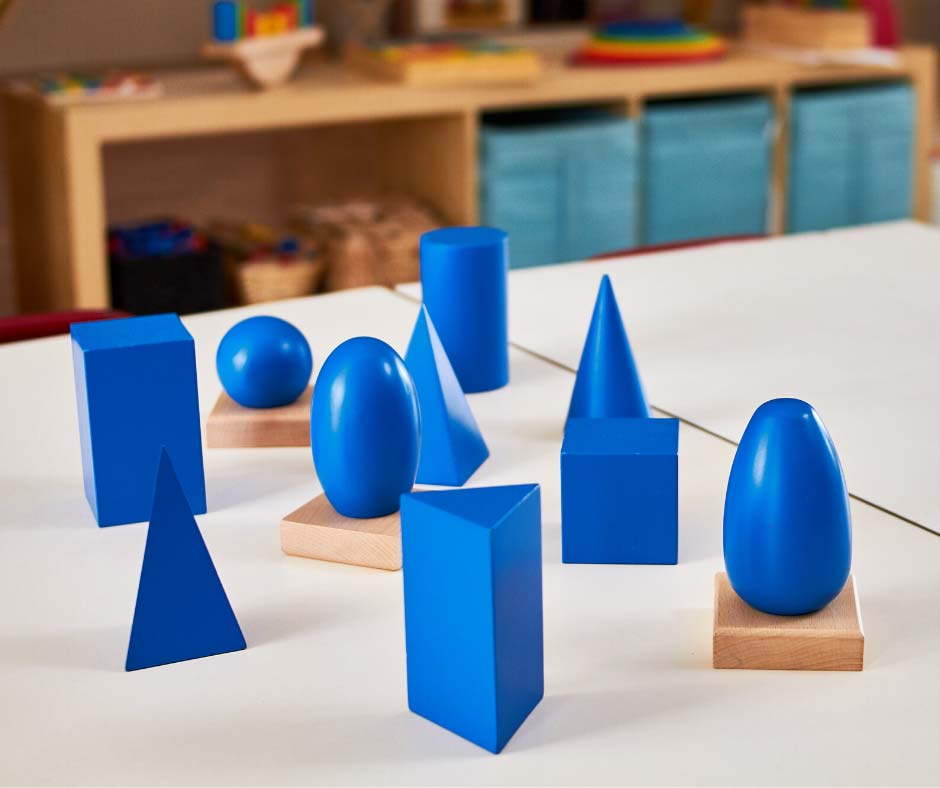 bryły-geometryczne-montessori
